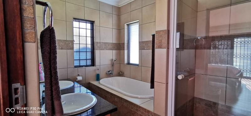 Property For Sale in Midlands Estate, Centurion 14